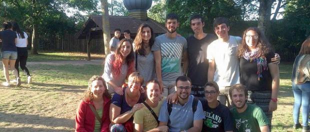 Una setmana de pregària, convivència i treball a Taizé
